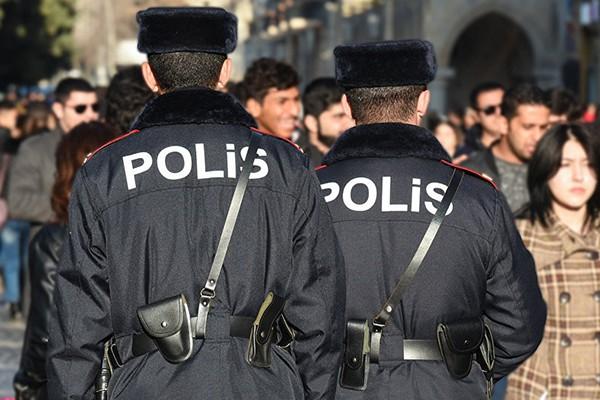 Azərbaycanda polislərə zor tətbiq edildi – RƏSMİ