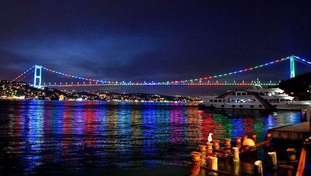 İstanbulun rəmzləri Azərbaycan bayrağının rəngləri ilə işıqlandırılır – FOTO