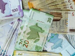 Bağlanmış 14 bankın 11 milyon manatdan çox vergi borcu var (SİYAHI)