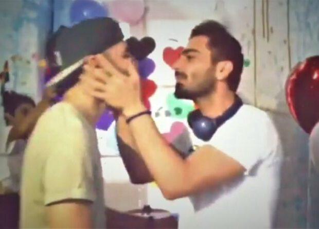 Bakıda iki oğlanın nişanı oldu — Üzük taxıb öpüşdülər