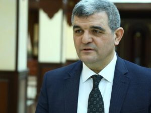 "Deputat Rabitə Nazirliyini ""VURDU"""