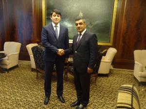 Эльмар Мамедов поздравил Фуад Мурадова.
