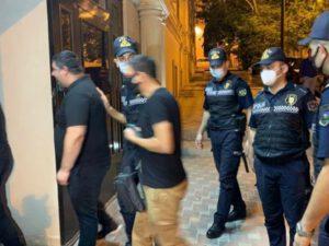 Bakıda məşhur restoranda polis əməliyyatı – Qaçan müştəri belə tutuldu – VİDEO