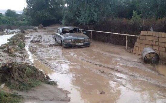 Azərbaycanda sel suları küçələri basdı: Evlərin həyətini yuyub apardı – VİDEO