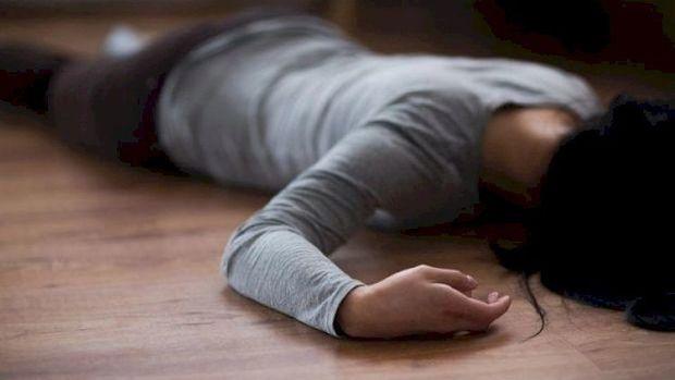Bakıda gənc qız eyvandan yıxılıb öldü – FOTO
