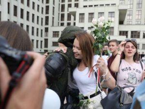 Belarusda güc sturukturları etirazçılarla həmrəy oldu – VİDEO+YENİLƏNİB