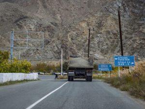 Rusiyaya məxsus yük maşınlarının Ermənistana hərəkəti dayandırıldı