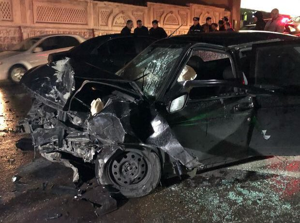 Bakıda qəzaya uğrayan avtomobilin sürücüsü zərbənin təsirindən yol kənarına düşərək ölüb – FOTO