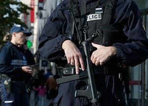 Fransada bıçaqlı hücum – Yaralılar var