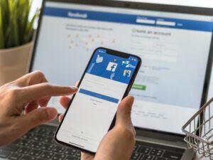 """""""Facebook"""" peyvənddən imtinaya çağıran elanları bloklayacaq"""