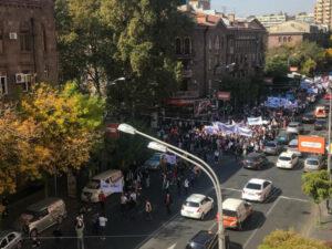 İrəvan ÇALXALANIR: ermənilər AYAĞA QALXDI – FOTOLAR