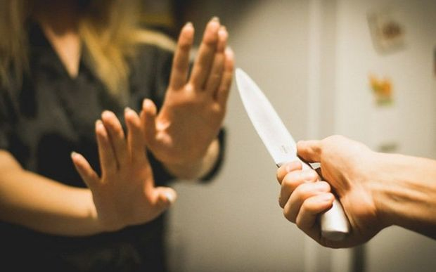 Qadın qaynı oğlu tərəfindən qətlə yetirildi: 12 yaşlının gözü qarşısında bıçaqlayıb