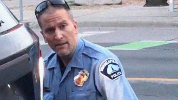 Corc Floydun ölümünə səbəb olan polis sərbəst buraxıldı