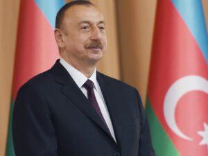 Prezident 4 TVİT ATDI