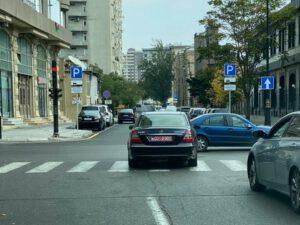 Bakıda səfirlik avtomobilindən özbaşınalıq – VİDEO