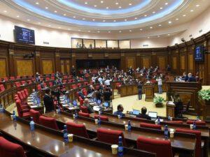 Ermənistan parlamentində dava düşüb – ŞOK VİDEO