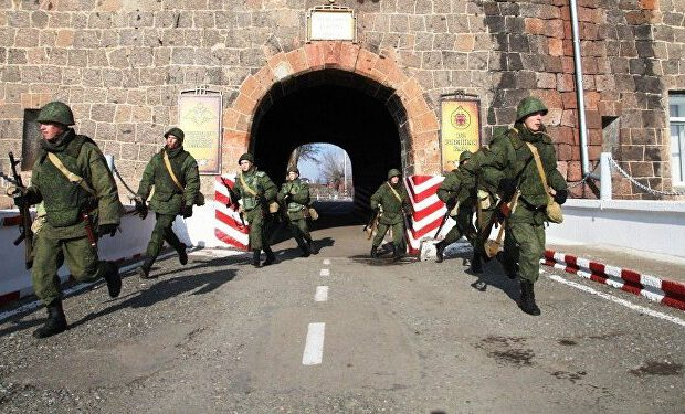 Ermənilər Gümrüdə yerləşən Rusiya bazasının çıxarılmasını İSTƏYİR