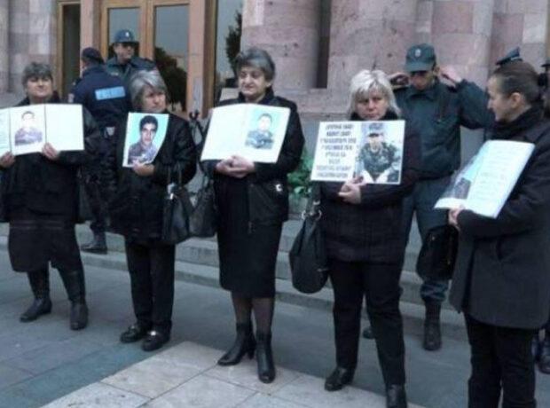 Yerevanda əsgər anaları yenidən toplaşdılar