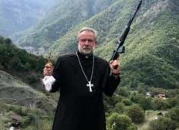 Qarabağda silahla poza verən keşiş görün harda tapıldı – FOTO