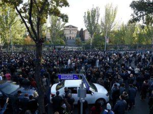 Paşinyan geri çəkildi, Ermənistanda bir sıra qadağalar aradan qaldırıldı