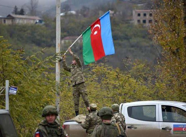 Hərbçilərimiz Laçın şəhərini bayraqla bəzədi – FOTO