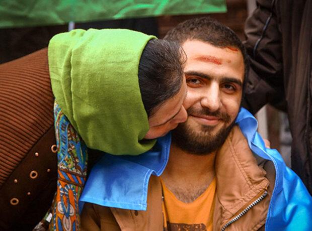 Döyüşdə bir ayağını itirən 23 yaşlı Abbas belə qarşılandı – FOTO