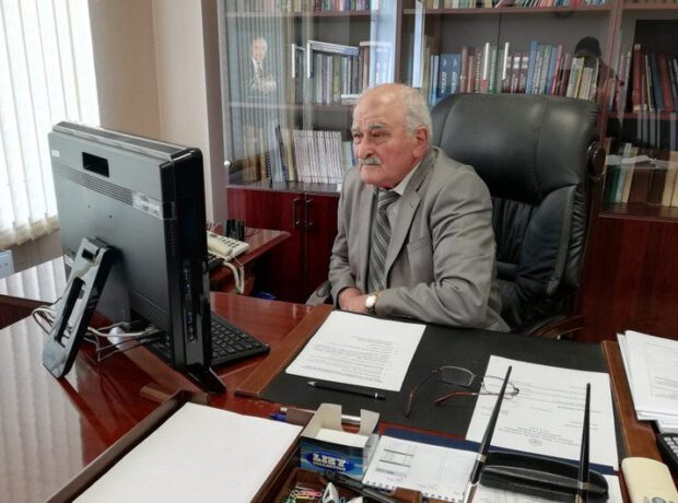 AMEA-da 70 yaşlı akademikin yerinə 80 yaşlı akademik gətirildi