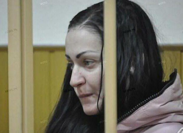 Ana doğduğu körpəni 22 yerindən qayçılayıb öldürdü: SƏBƏBİ DƏHŞƏTƏ GƏTİRƏCƏK – FOTO