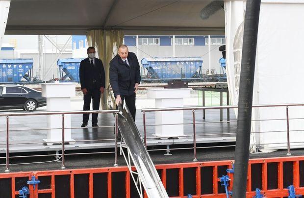 İlham Əliyev Sumqayıt Kimya Sənaye Parkında iki zavodun təməlini qoydu – CANLI YAYIM