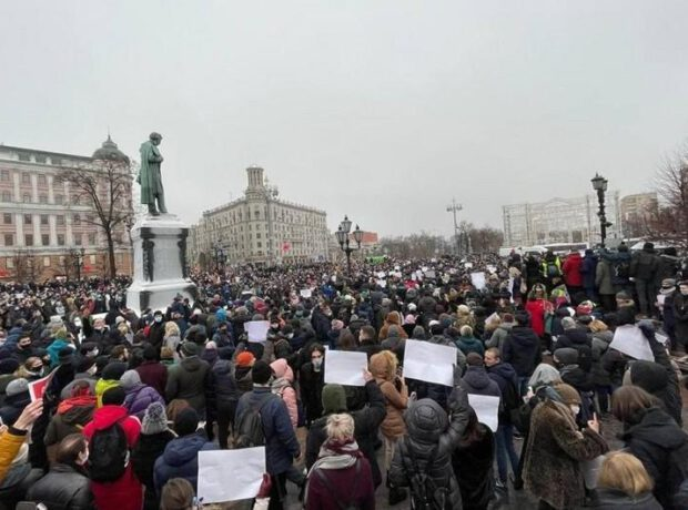 Moskvada mitinq – Yaralılar var, Navalnının xanımı meydana gəldi