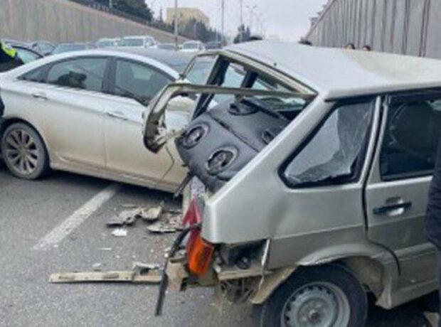 """Bakıda """"AA"""" seriyalı avtomobil qəza törətdi: yaralılar var – FOTO"""
