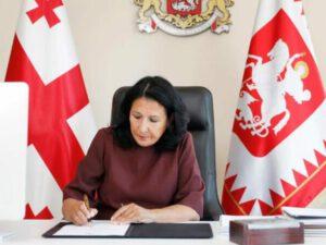 Zurabişvili yeni baş naziri TƏSDİQLƏDİ