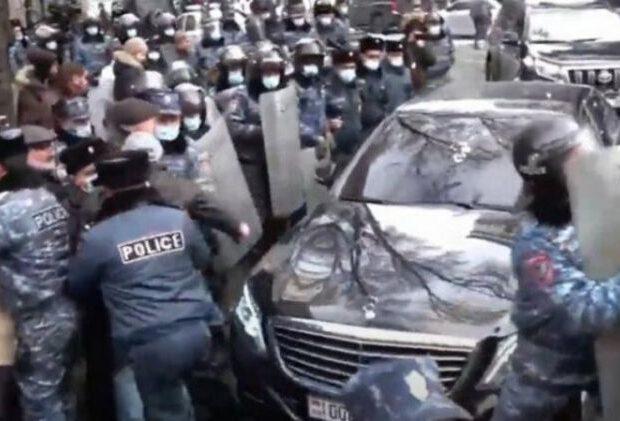 SON DƏQİQƏ: Nikol Paşinyan öldürlüb? – Avtomobilinə silahlı hücum…
