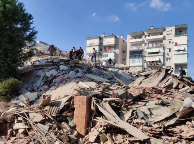 ŞİDDƏTLİ ZƏLZƏLƏ baş verdi: Binalar dağıldı – Yaralılar var / VİDEO