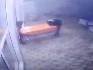 Bakıda törədilən şok cinayət kameralara düşdü – REAL GÖRÜNTÜLƏR/VİDEO