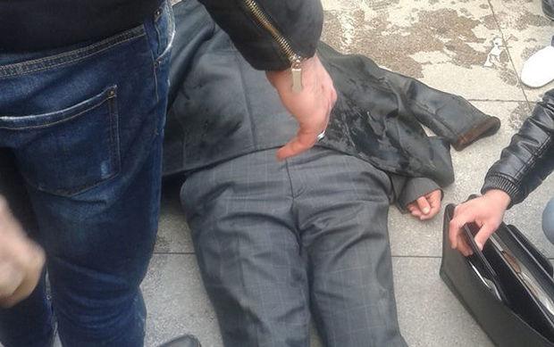 Sumqayıtda kişi küçənin ortasında yıxılaraq öldü