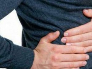 Sağ qabırğaaltı nahiyə niyə ağrayır? – TƏHLÜKƏLİ SİMPTOM