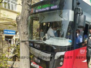 """""""BakuBus""""un avtobusu ağaca çırpılıb, xəsarət alanlar var"""