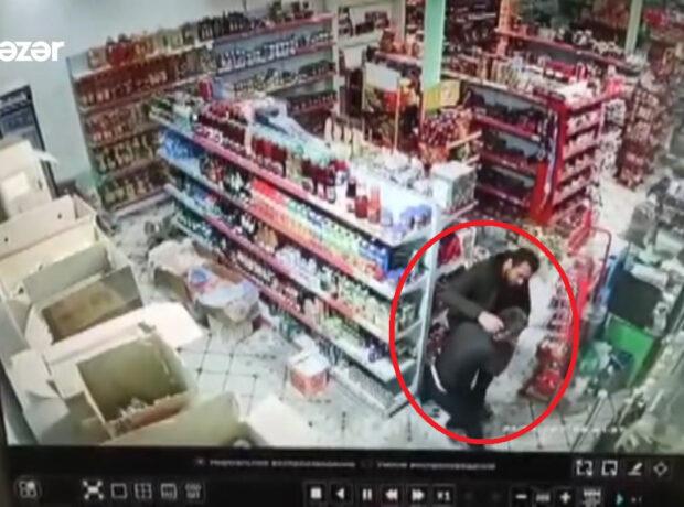 Mağaza sahibini döyüb, mağazada soyğunçuluq etdi – ANBAAN VİDEO