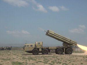 Raket-artilleriya batareyalarının döyüş atışlı taktiki təlimləri keçirilir – VİDEO
