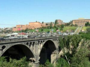 Müharibə iştirakçısı özünü körpüdən atdı – Ermənistanda