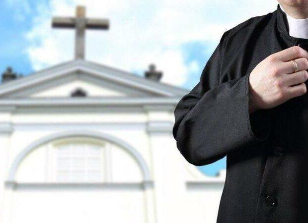 Qızların çılpaq videosunu çəkən din xadimi həbs edildi