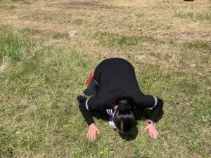 Xalq artisti Şuşaya çatan kimi torpağı öpdü – FOTO