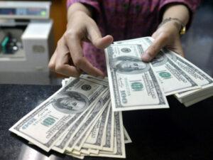 SON DƏQİQƏ! Banklar dollar satışına məhdudiyyət qoydu: Manat ucuzlaşacaq?
