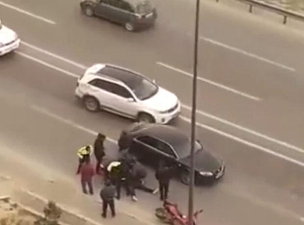 Bakıda güclü külək qəzaya səbəb oldu: Yaralanan var