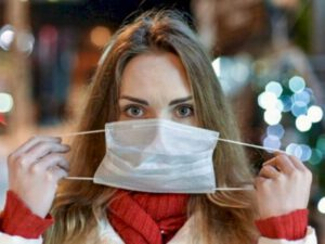 Bu ölkədə açıq havada maska taxmaq LƏĞV EDİLDİ