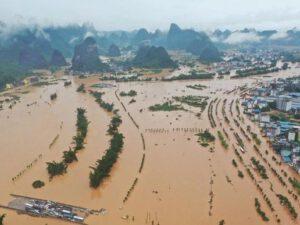Çində fəlakət: 70 mindən çox insan köməksiz qaldı