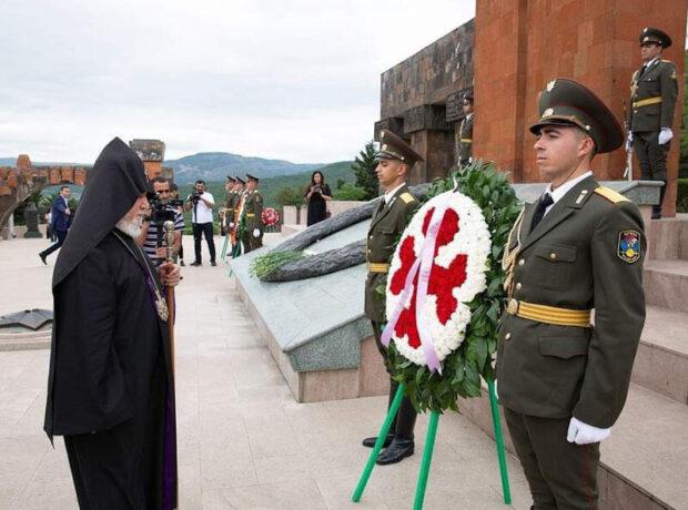 Erməni katolikosu Azərbaycana gəldi – FOTO