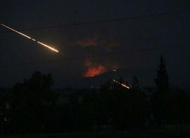 İranın hərbi bazasına ZƏRBƏLƏR ENDİRİLDİ: Ölənlər və yaralananlar var
