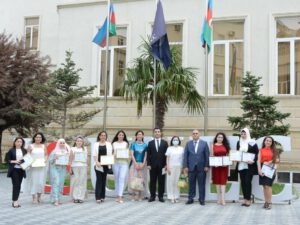 UNEC-də Çin dili kursunu uğurla bitirən məzunlara sertifikatlar təqdim olunub (FOTO)